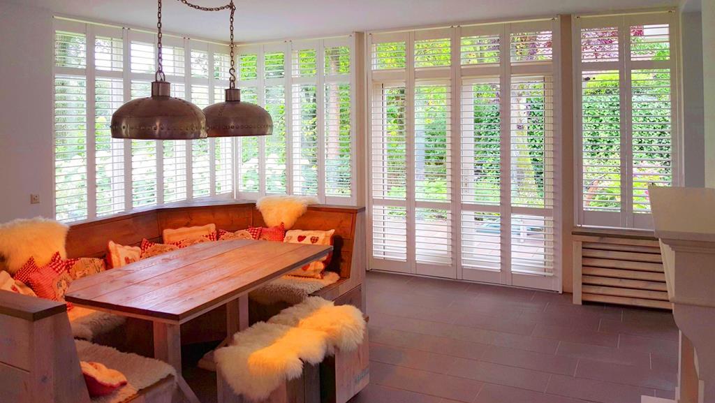 warme ruimte met shutters